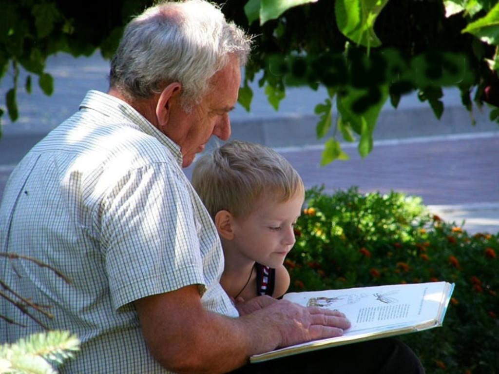 Сколько надбавка к пенсии после 80 лет в 2017